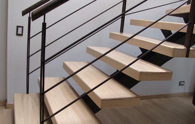 Escaleras de madera pisos teka for Escaleras metalicas con madera
